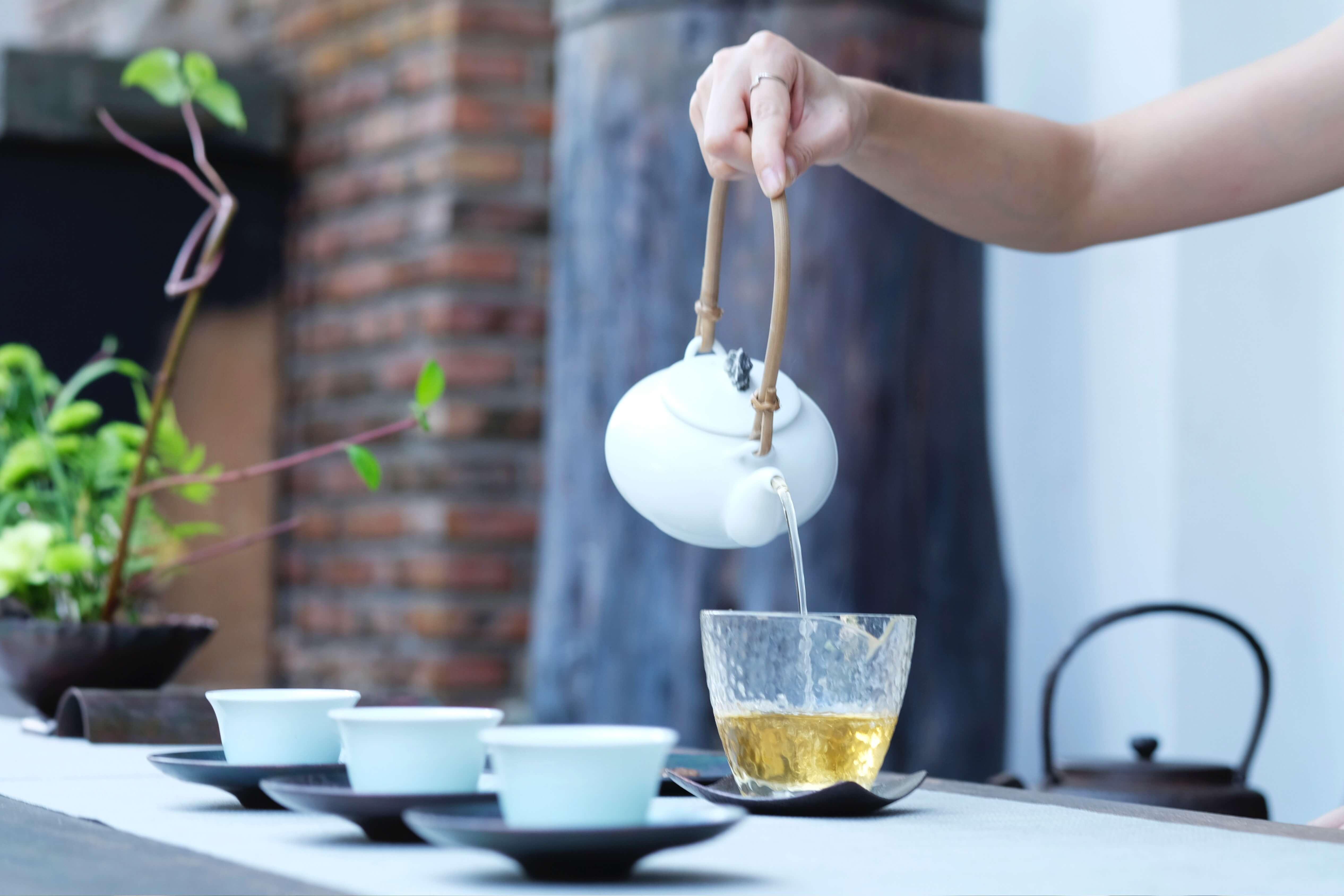 Bien être à boire, astuces détox pour préparer l'été théière boisson naturelle
