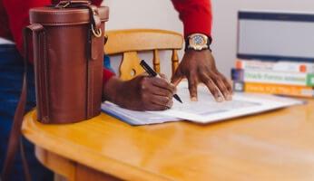 Le statut du VDI, vendeur à domicile, les petites lignes du contrat