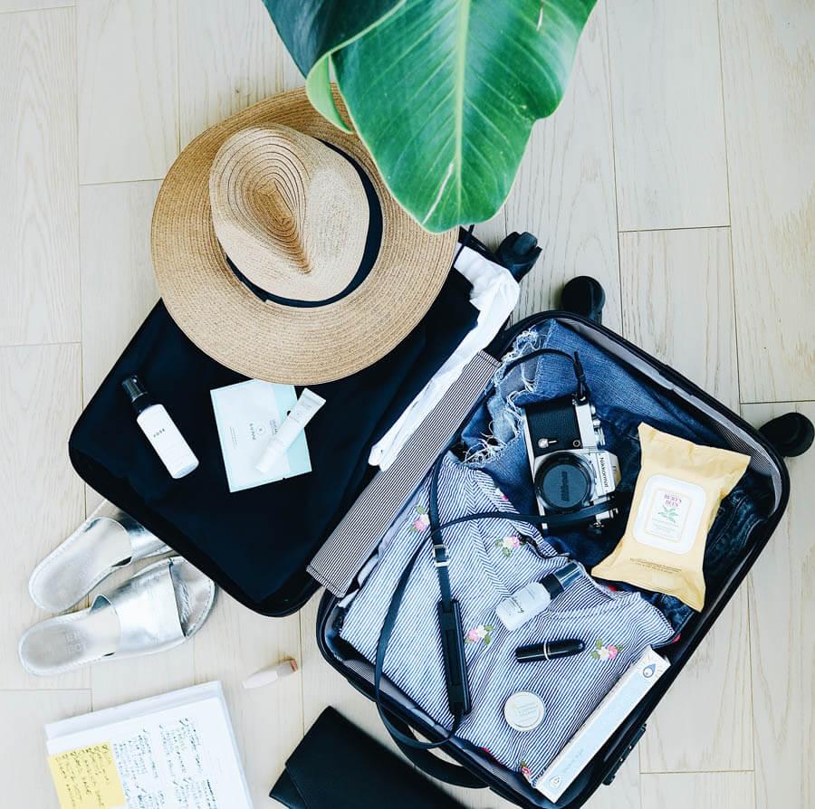 vendeuse à domicile Swipe VDI valise ouverte partir en voyage