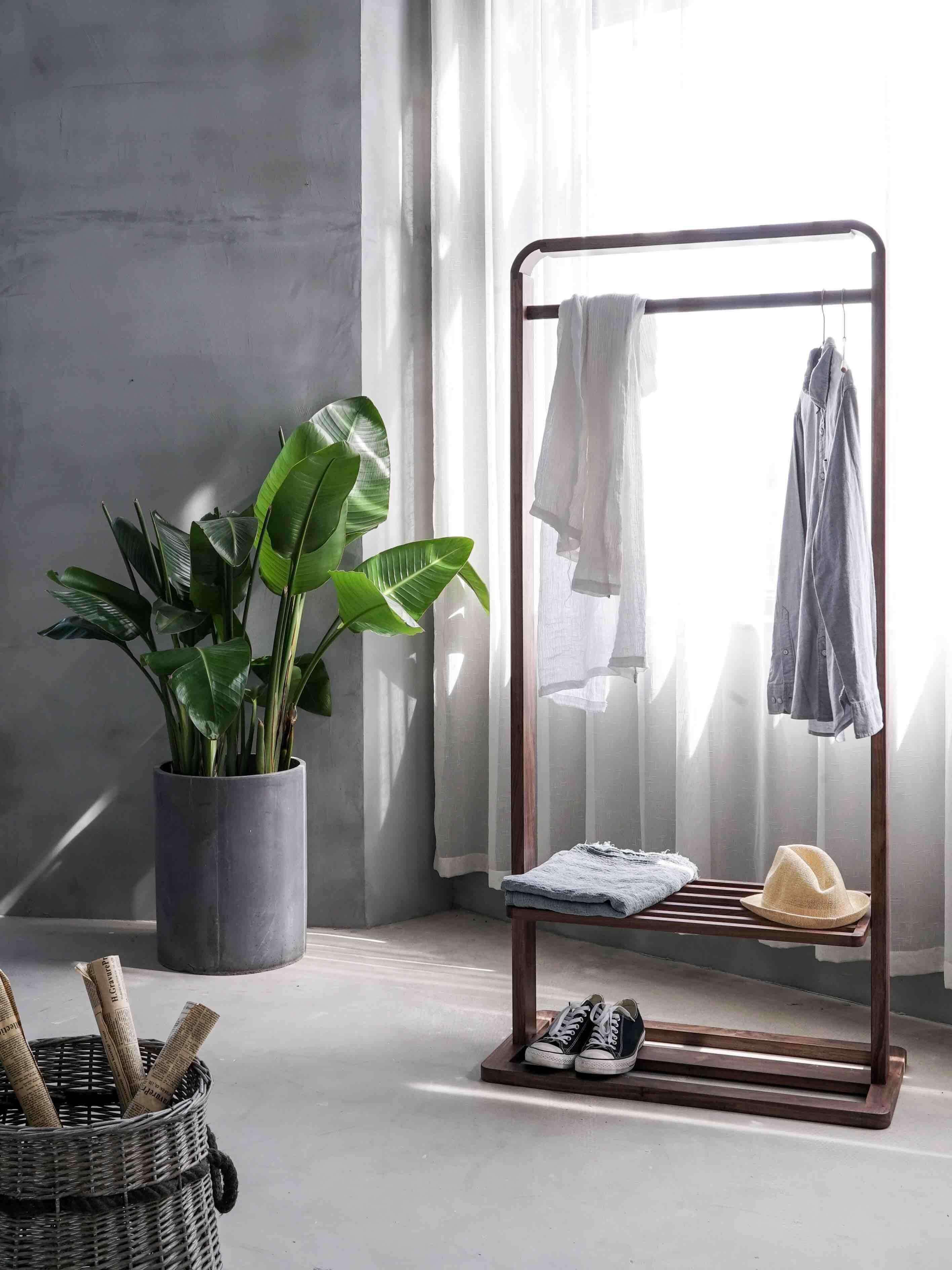 A quelle fréquence laver son linge et comment bien le nettoyer ? Linge plié et rangé bel appartement moderne